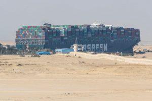Kênh đào Suez tắc nghẽn, vận chuyển hàng hoá của Việt Nam bị ảnh hưởng ra sao?
